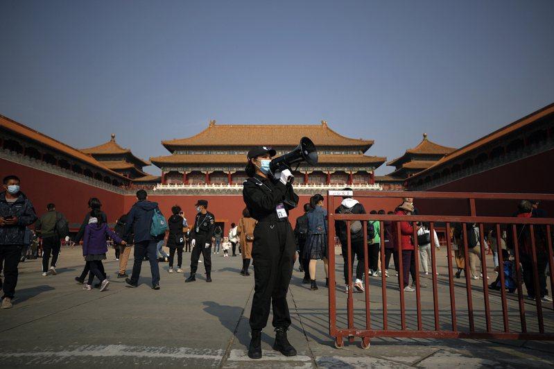 為期四天的中共十九屆五中全會昨天在北京登場,中共高層在面對內外壓力和挑戰下,將為中國大陸下階段經濟和社會發展擘畫新藍圖。(美聯社)