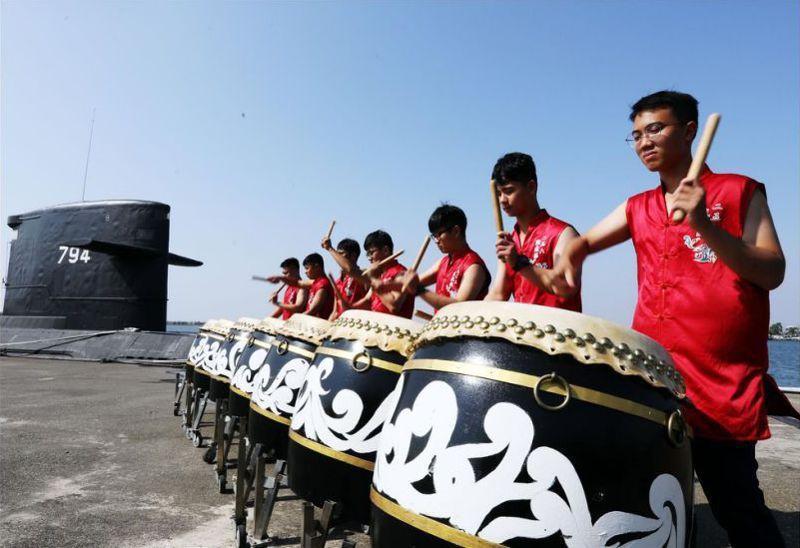 國防部近半年來,全力推動在基層設立「戰鼓隊」,陸軍最捧場,海軍256戰隊也有一支歷史堪稱悠久的戰鼓隊。圖/國防部青年日報社