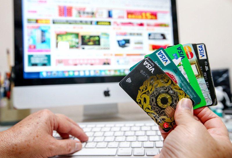 網路購物已經是全球趨勢,今年有新冠肺炎疫情因素,帶動各國網購營業額。本報資料照片