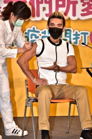 現齡58歲的潘若迪擔任防疫大使,提醒50歲過後記得接種流感疫苗。 圖/疾管署提供