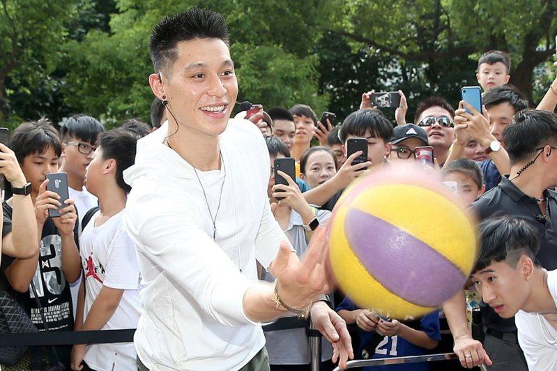 中國記者報導林書豪動向,被質疑是為了炒作新鞋款。 聯合報系資料照
