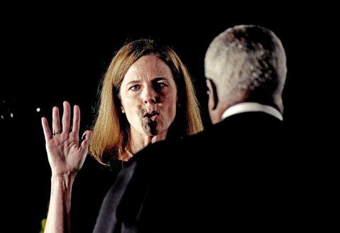 壓倒性的保守意見:川普提名的大法官巴雷特通過任命...然後呢?