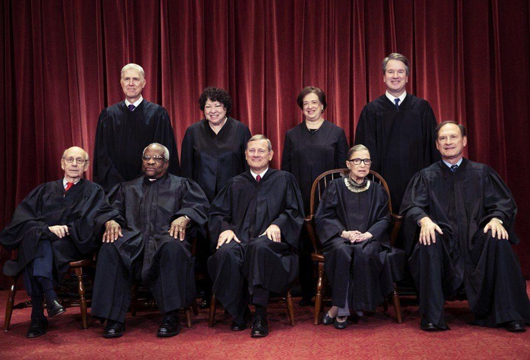 圖為RBG去世前的大法官9人。 圖/美聯社