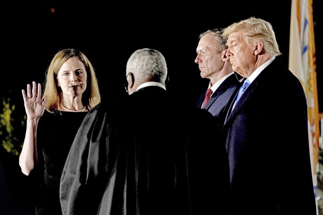 26日晚間,美國參議院以「52票贊成:48票反對」的結果,通過保守派大法官巴雷特...