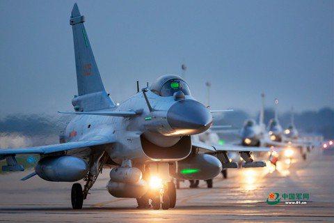 台灣空防迫切危機:中共殲-10戰鬥機對台海均勢的影響