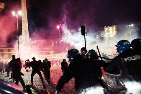 10月24日,不滿政府因武漢肺炎實施宵禁、以及長期的經濟衰退,義大利極右派政黨新...