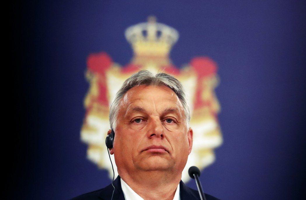 金色黎明的一時成功為歐洲民粹政黨打下了強心針,匈牙利右派總統奧班便與金色黎明交情...
