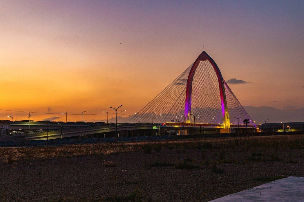 科湳愛琴橋不僅是台中市最新的地標建築,其所連結中科園區、水湳經貿園區的中科路,更...