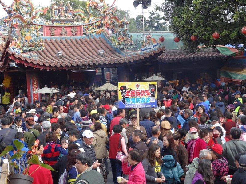 紫南宮是全台香火最鼎盛的宮廟,每年上百萬人來借還發財金。圖/本報資料照片