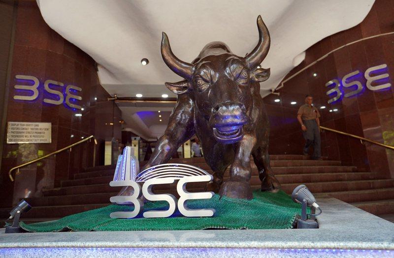 印股連四周吸引外資淨流入,同時也是今年以來唯一外資流入為正的新興亞洲國家,達62億美元。圖為孟買證券交易所。路透
