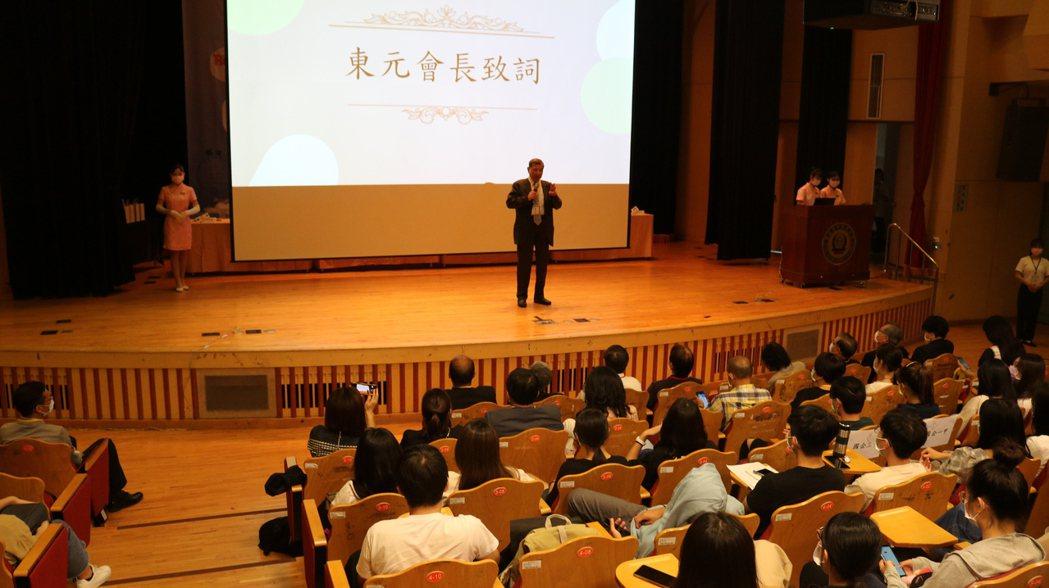 東元黃茂雄會長代表為產學聯盟合作勉勵所有學子。 洪紹晏/攝影