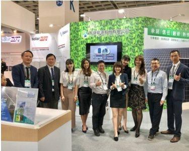 智捷能源總經理石東益(中)帶領團隊第三年參與台灣國際智慧能源週。 翁永全/ ...