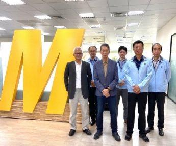 汎銓董事長柳紀綸(左三) 與經營團隊。 翁永全/攝影