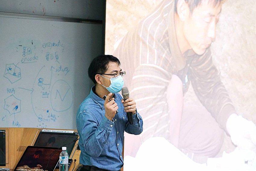 蔡慶良現任國立故宮博物院研究員,多年來深入玉器遺址實地發掘。 東華大學/提供