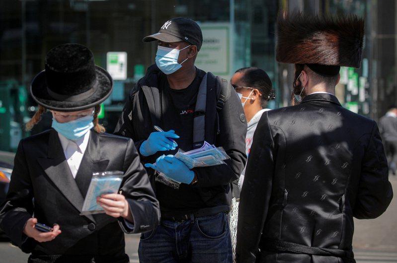 截至台灣27日晚間7時,全球至少116萬768人死於新冠肺炎,美國仍是疫情最嚴重國家。圖/路透社