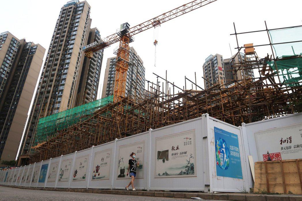 很多人都看衰大陸,總是說中國成不了事,但過去一年來,大陸經濟成長接近5%,而所有...