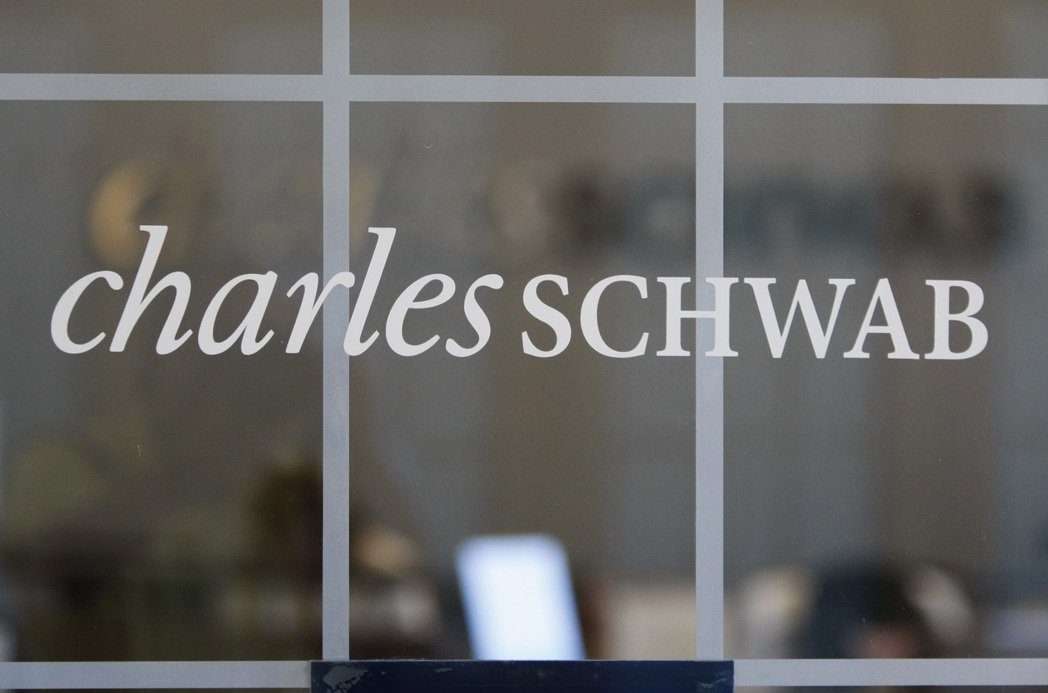 美國線上券商嘉信理財(Charles Schwab)26日宣布,將裁員1,000...