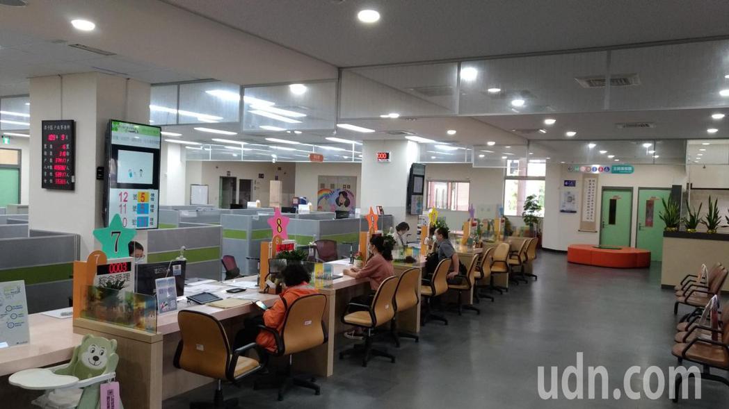 台中市潭子戶政所今天早上正常服務,戶政電腦系統已恢復正常。記者游振昇/攝影