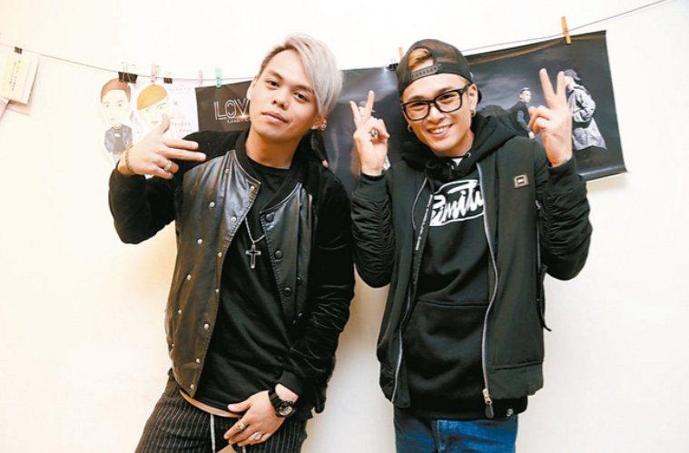 雙人饒舌團體「Under Lover」成員楊琳和胡睿兒(右)遭東聲唱片控違約,台