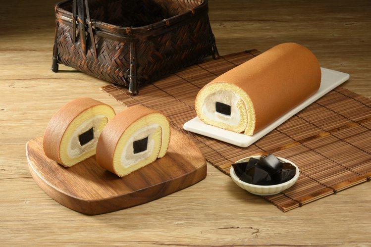 亞尼克網路限定推出的「嫩仙草撞奶生乳捲」,每條420元。圖/亞尼克提供