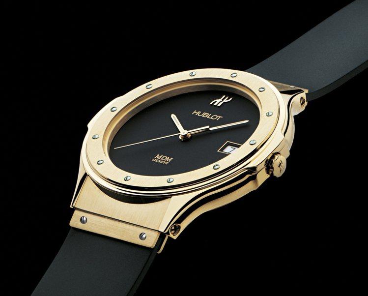 宇舶表創立時,由創始人Carlo Crocco打造的一款以黃金搭配天然頂級橡膠材...