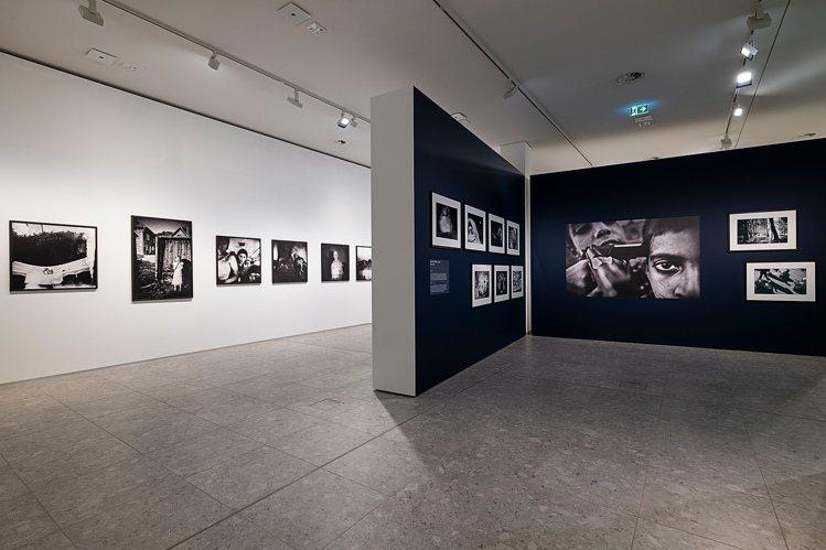 徠卡奧斯卡・巴納克攝影獎40周年回顧展於恩斯特・徠茲博物館開幕,展示收錄了40年...