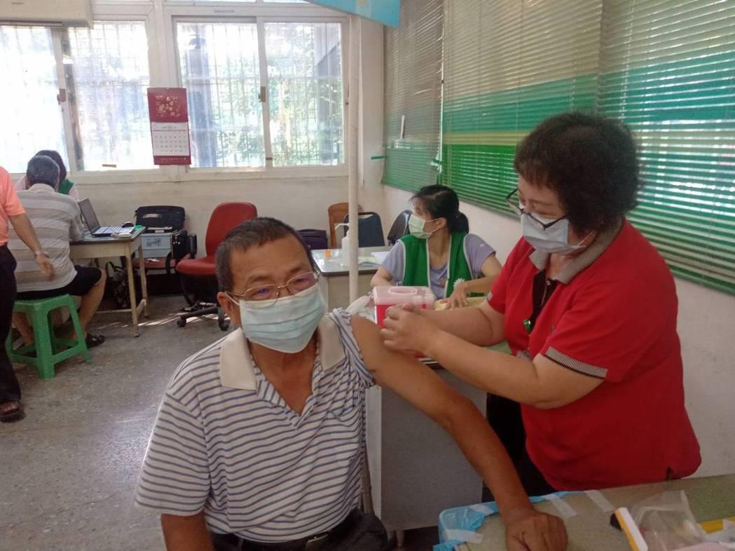 流感疫苗注射量近日趨緩。本報資料照
