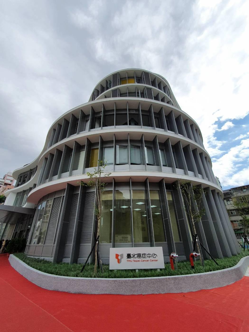 北醫台北癌症中心大樓落成,將於明年4月收治病患。記者楊雅棠/攝影