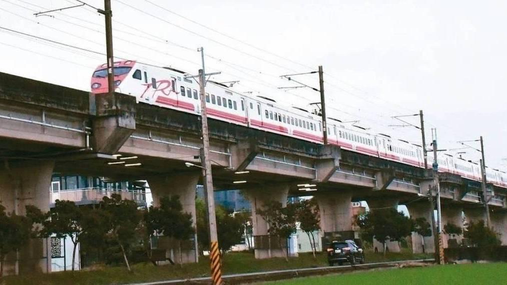宜蘭鐵路高架化建設正式獲中央公文核定,針對地方配合款54億元,宜蘭縣政府向中央爭...