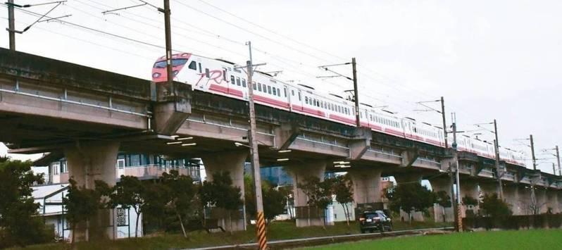 宜蘭鐵路高架化建設正式獲中央公文核定,針對地方配合款54億元,宜蘭縣政府向中央爭取全額補助。本報資料照