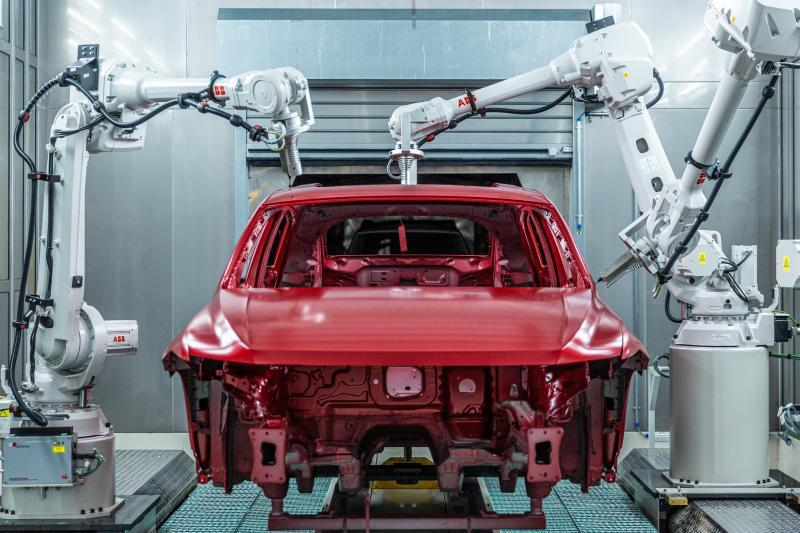 圖為上汽大眾MEB工廠的檢測機器人。(取自《上觀新聞》)