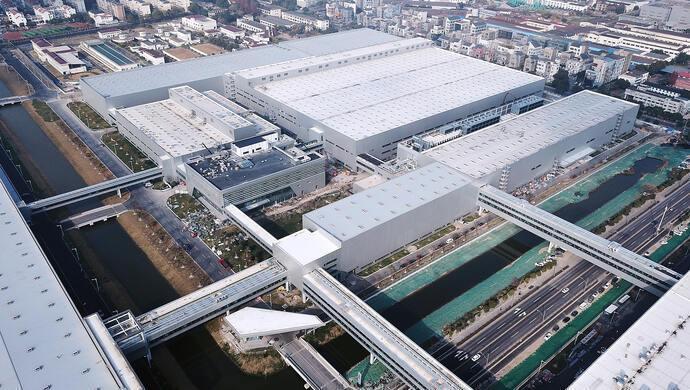 總投資超過新台幣700億元的上汽大眾MEB工廠,27日正式投產。(取自《上觀新聞...