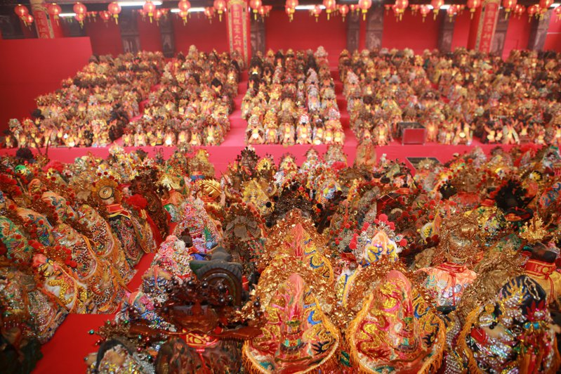 台西安西府將號召萬神前來共同主持大建醮,到今天為止已有兩千多尊神像到安西安座,場面壯觀。圖/安西府提供