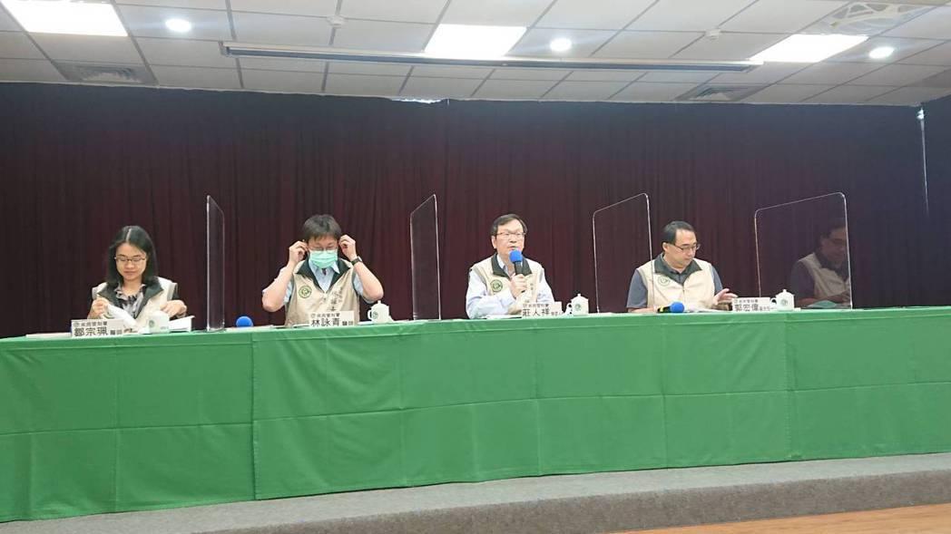 疾病管制署10月27日14:00記者會出席名單由左到右預防醫學辦公室防疫醫師鄒宗...