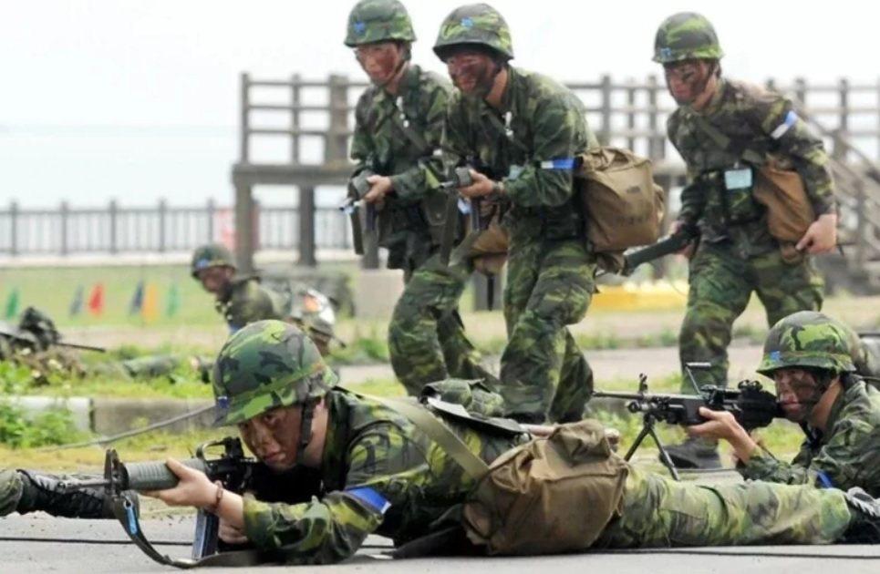 國防部今天表示,全動室目前正與後備指揮部研議,未來讓後備軍人可於線上申請將教召通...