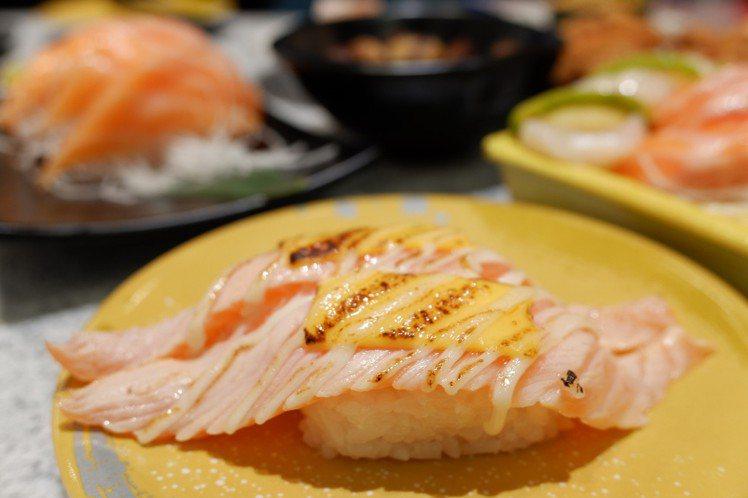 「點爭鮮」每盤壽司40元起至180元,提供上百種食材菜單。記者江佩君/攝影