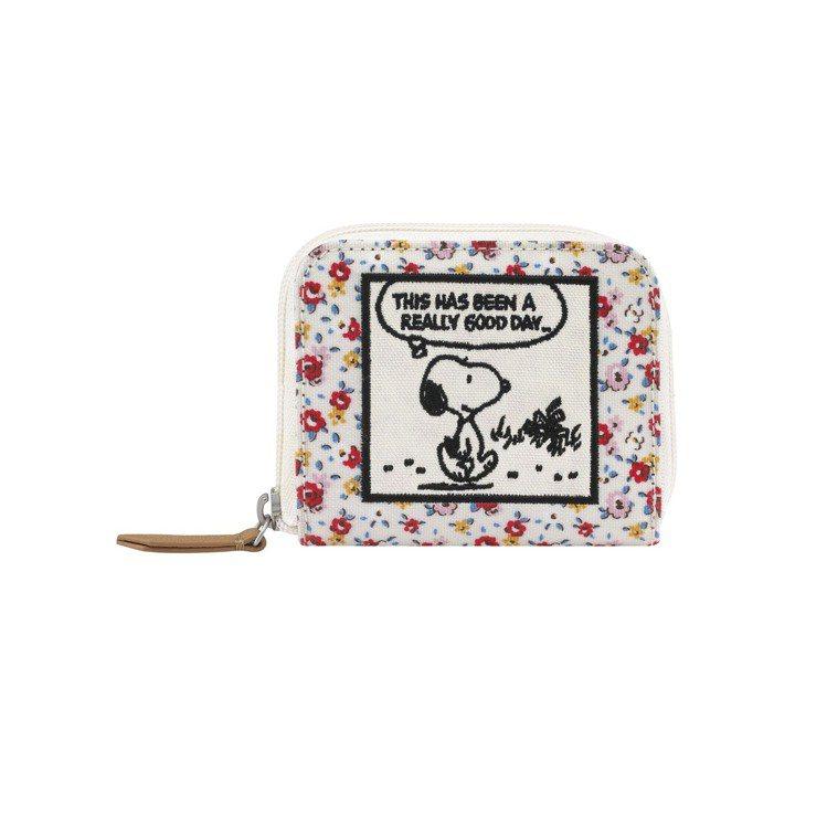 Snoopy聯名系列拉鍊式皮夾,2,080元。圖/Cath Kidston提供