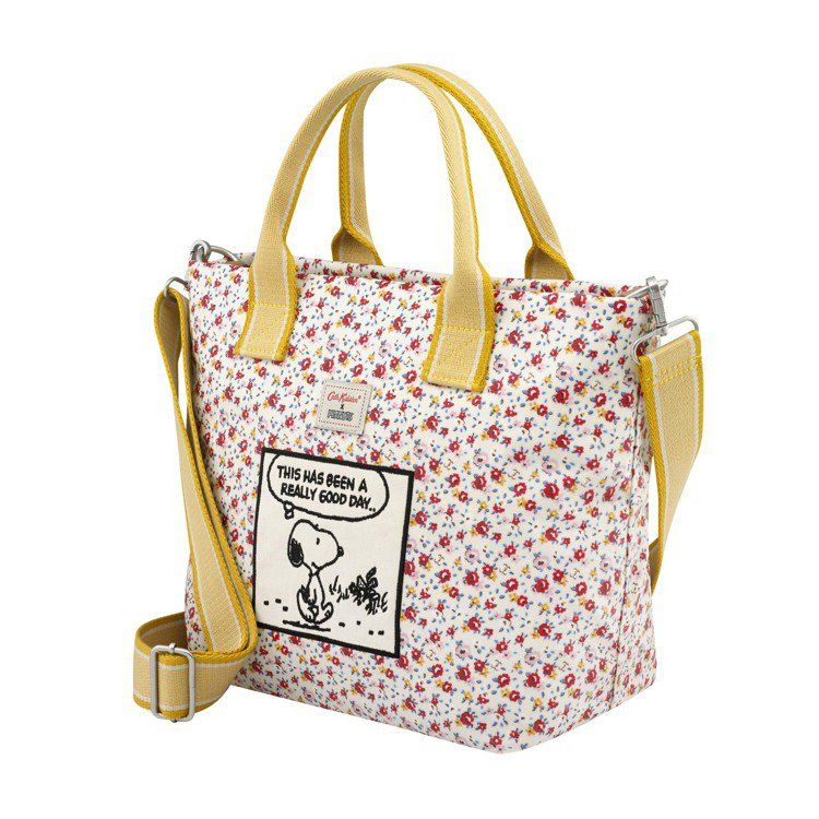 Snoopy聯名系列兩用式托特包,3,980元。圖/Cath Kidston提供