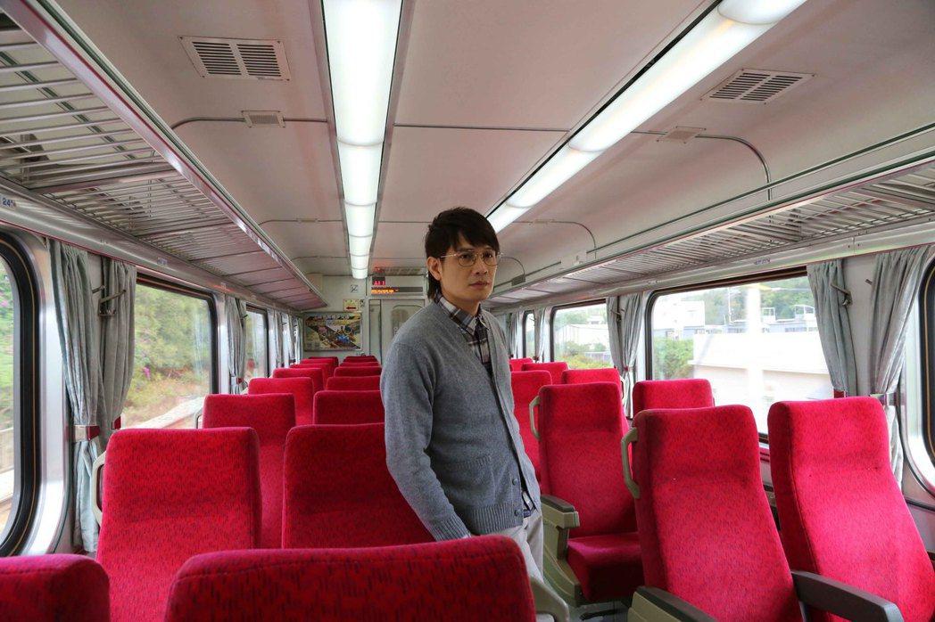 羅文裕包下台鐵空車廂拍攝MV。圖/大賞門文化提供