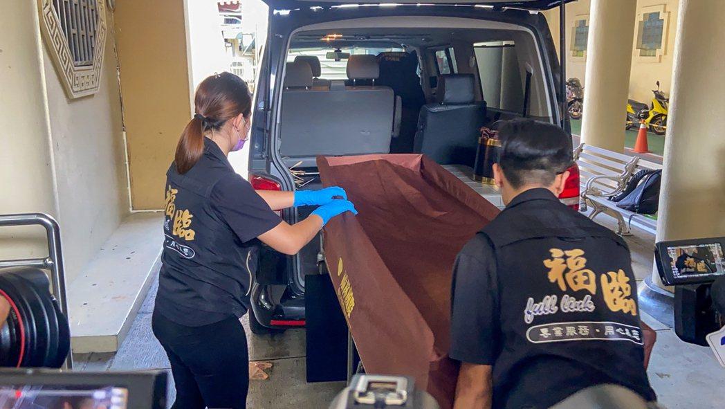 小鬼黃鴻升猝逝,大體在板橋殯儀館解剖相驗。本報資料照片