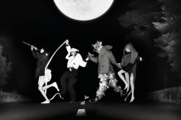Y/Project創意總監Glenn Martens找來攝影師Arnaud La...