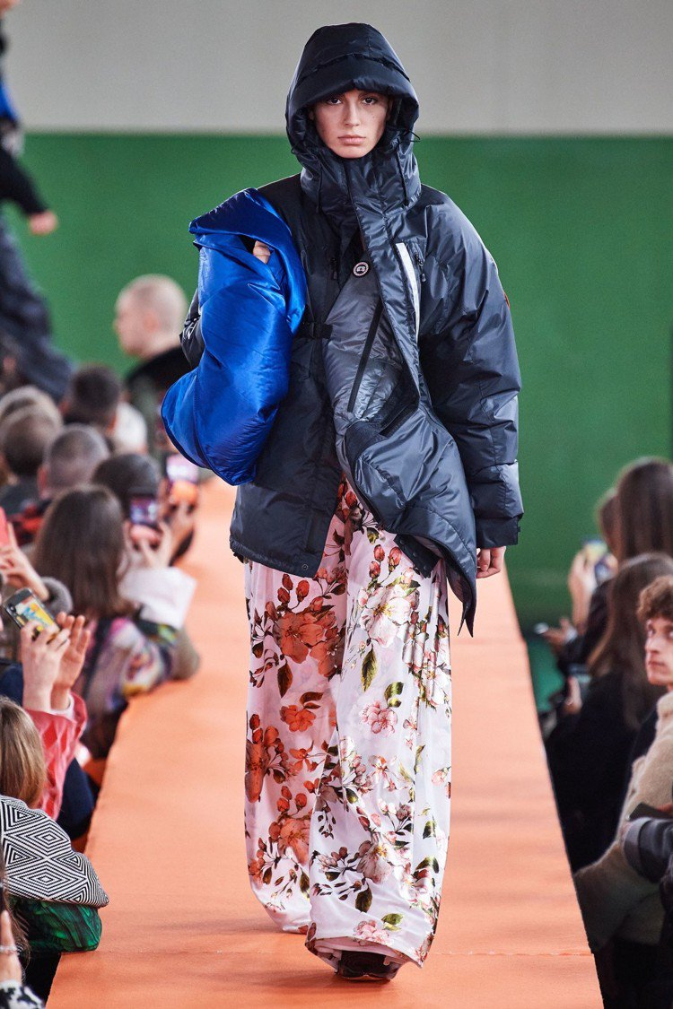 在今年1月的巴黎男裝周上,Y/Project曝光了與Canada Goose聯名...