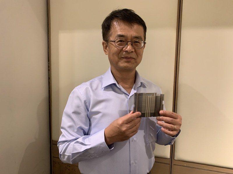 安力-KY董事長許振焜指出公司今年首度接獲美、日遊戲機客戶散熱鰭片訂單。記者陳昱翔/攝影