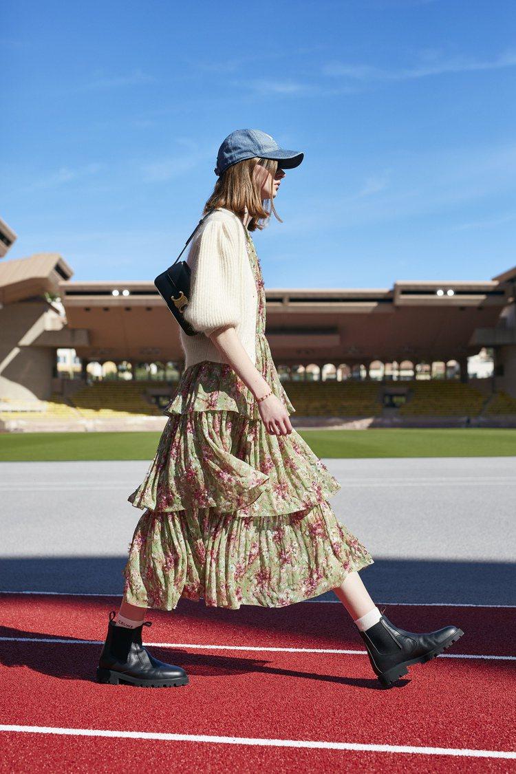 短版的垂褶真絲、喀什米爾罩衫為運動風帶來奢華的面貌。圖/CELINE BY HE...