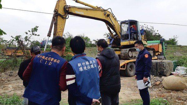 新竹縣擴大成立「檢環警農工聯盟」加強查緝廢棄物非法棄置案,維護環境。圖/新竹縣政府提供