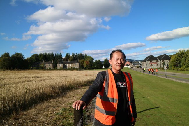 2015年赴蘇格蘭百富酒廠參訪。圖/邱德夫提供