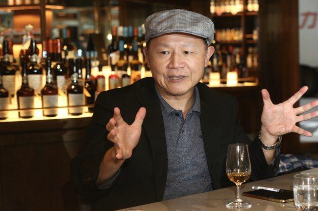 邱德夫從事威士忌寫作15年,是國內少見的知識型狂熱酒徒。記者林俊良/攝影