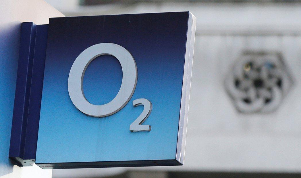英國電信監管機構Ofcom宣布,自2021年12月起,英國不得銷售有鎖版手機。路...