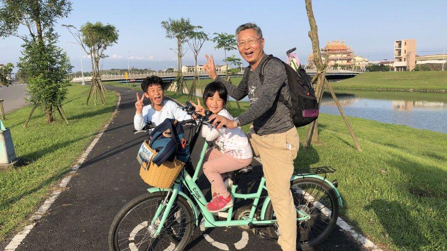 進入退休階段,江育誠認為要跟孩子一樣擁有好奇心,持續拓寬人生廣度。  圖/江育...