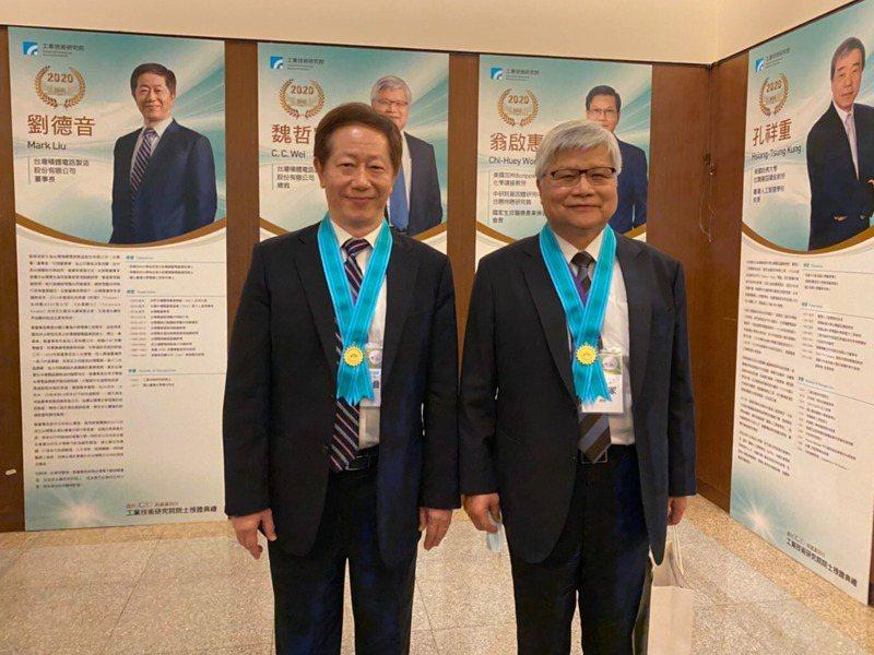晶圓代工廠台積電董事長劉德音(左)、與總裁魏哲家(右)。工研院提供